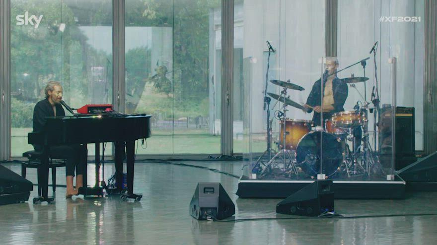 """I Mombao si esibiscono con """"La cura"""" di Battiato a X Factor"""