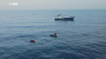 Migranti, decine di bambini sulla nave di Msf